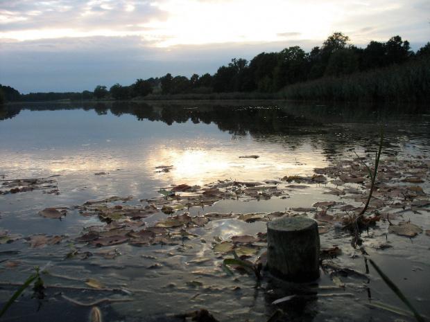 a to jeszcze z innego spaceru, ale nad ten sam zalew; jest blisko, więc lubię tam chodzić :) #zalew #woda #zachód #natura