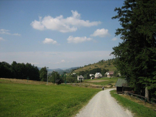 Skalité Serafínov - zejście do wsi od strony Zwardonia #Kysuce #Słowacja