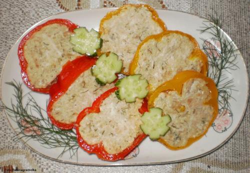 Papryki faszerowane drobiem na zimno.. Przepisy do zdjęć zawartych w albumie można odszukać na forum GarKulinar . Tu jest link http://garkulinar.jun.pl/index.php Zapraszam. #kurczak #mięso #papryka #owoce #jedzenie #gotowanie #kulinaria #obiad