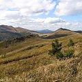 Połonina Caryńska wyłania się z nad Przełęczy Goprowskiej #Góry #Bieszczady #Rozsypaniec #Halicz #Tarnica