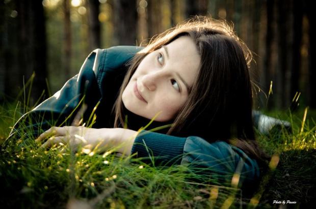 Wiosennie - Marzycielsko #Kobieta #szatynka #nikon #las #airking #passiv #przyroda #natura #portret