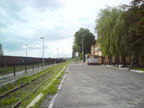 Budynek stacji Opoczno. Widok w kierunku Tomaszowa maz. #PKP #Opoczno