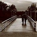 #ludzie #most #parasol #pogoda